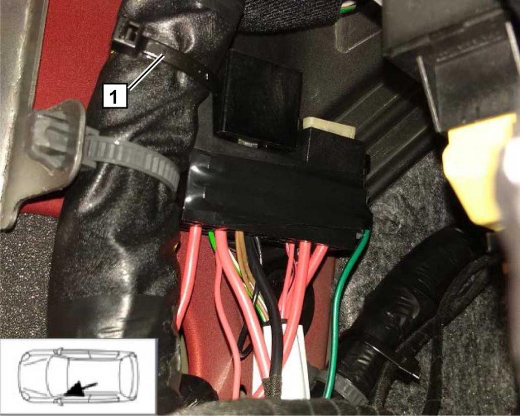 Вариант установки салонного блока реле и предохранителей. 1 Пластиковый хомут