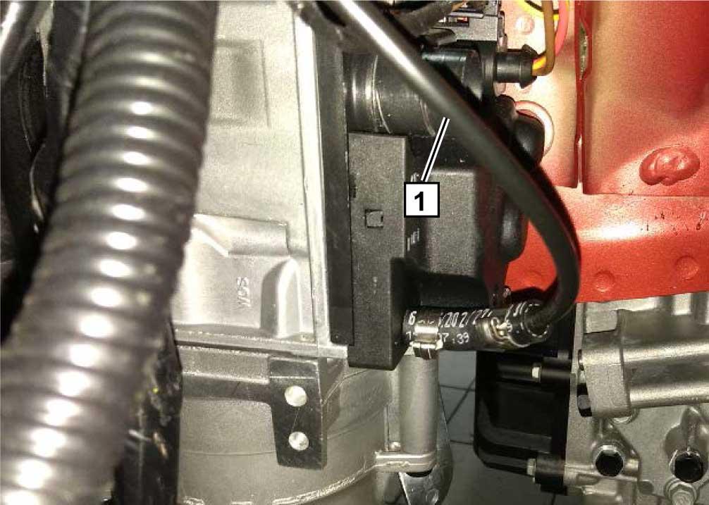 Проложить топливопровод и жгут насоса-дозатора 1 в моторный отсек.