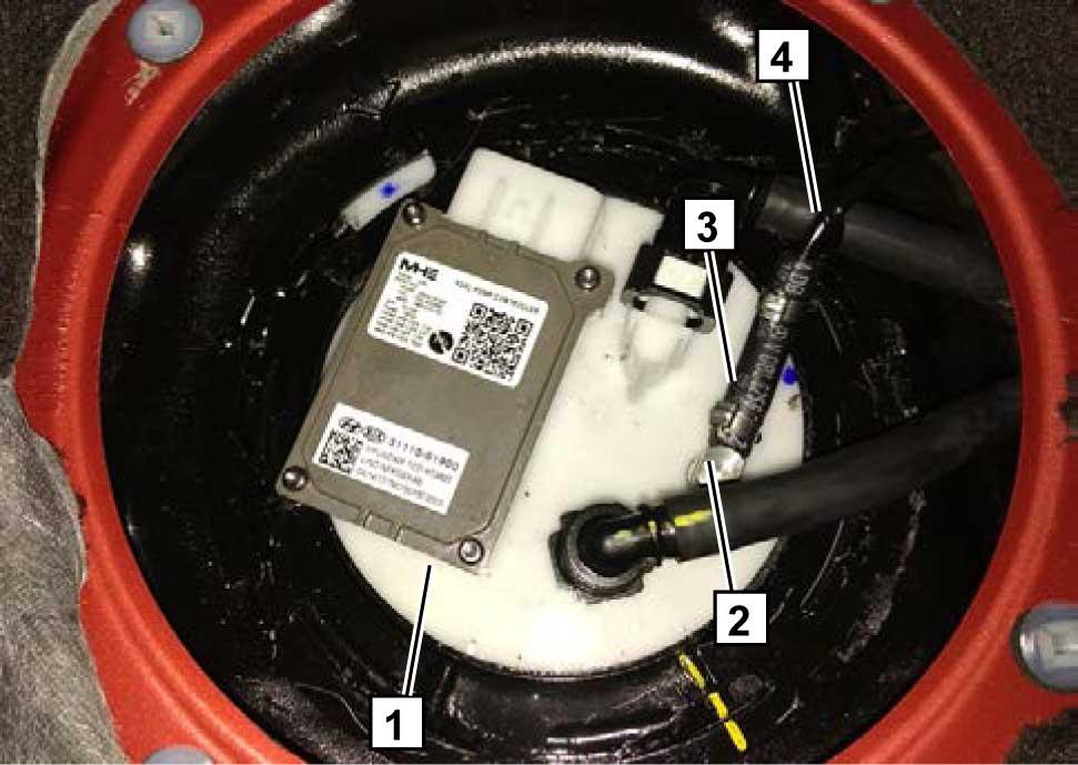 Установить колбу с топливным насосом 1 обратно в бак согласно инструкции завода-изготовителя.