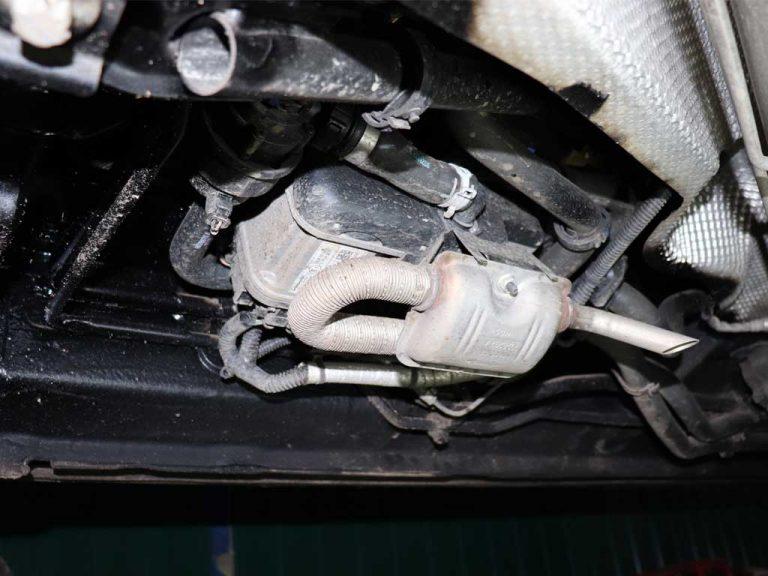 Отопитель Вебасто Термо Топ ЭВО установлен на Спейстоурере внизу автомобиля под правым передним пассажиром.