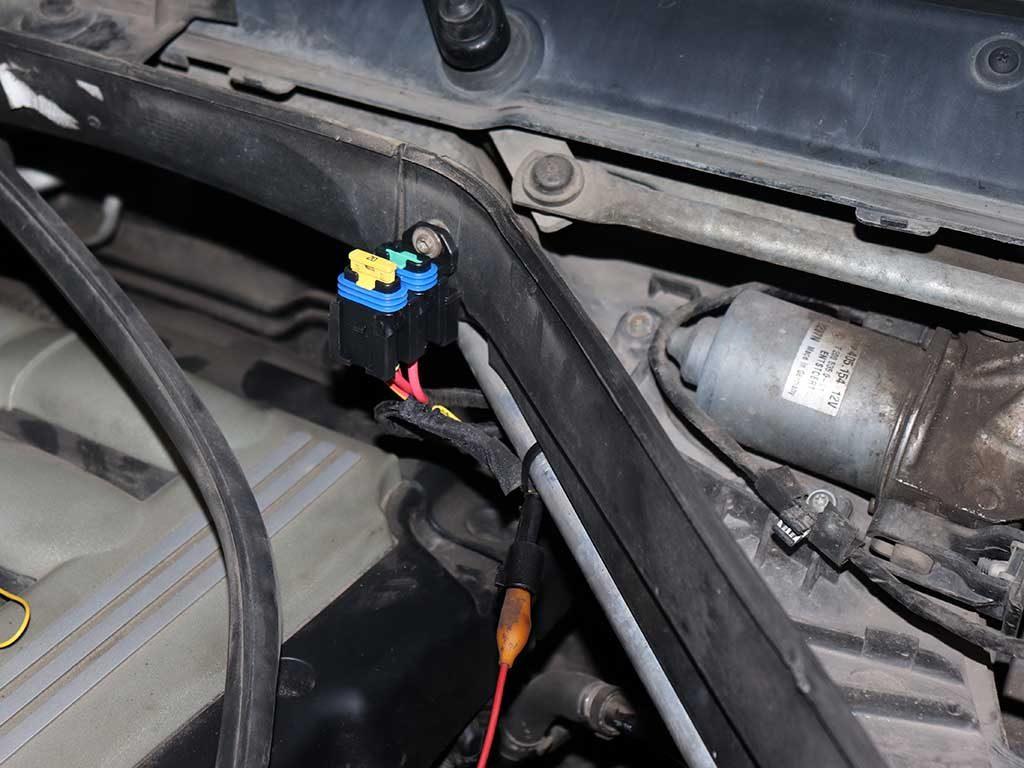 Предохранители Webasto на BMW устанавливаются под капотом в легкодоступном месте.