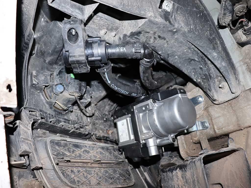 BMW E70 X5. Циркуляционный насос ( помпа) для антифриза подает охлаждающую жидкость в Вебасто.