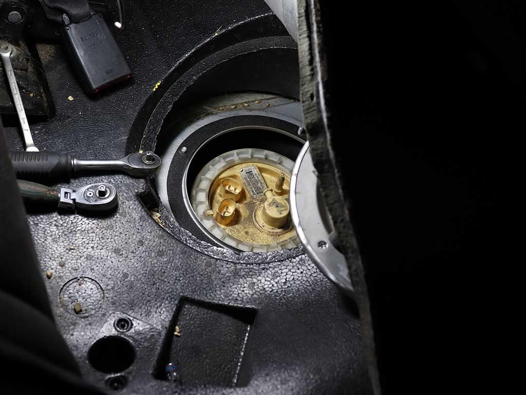 Питание Webasto на БМВ осуществляется из штатного бака. Подключение производится в топливный модуль под задним сиденьем.