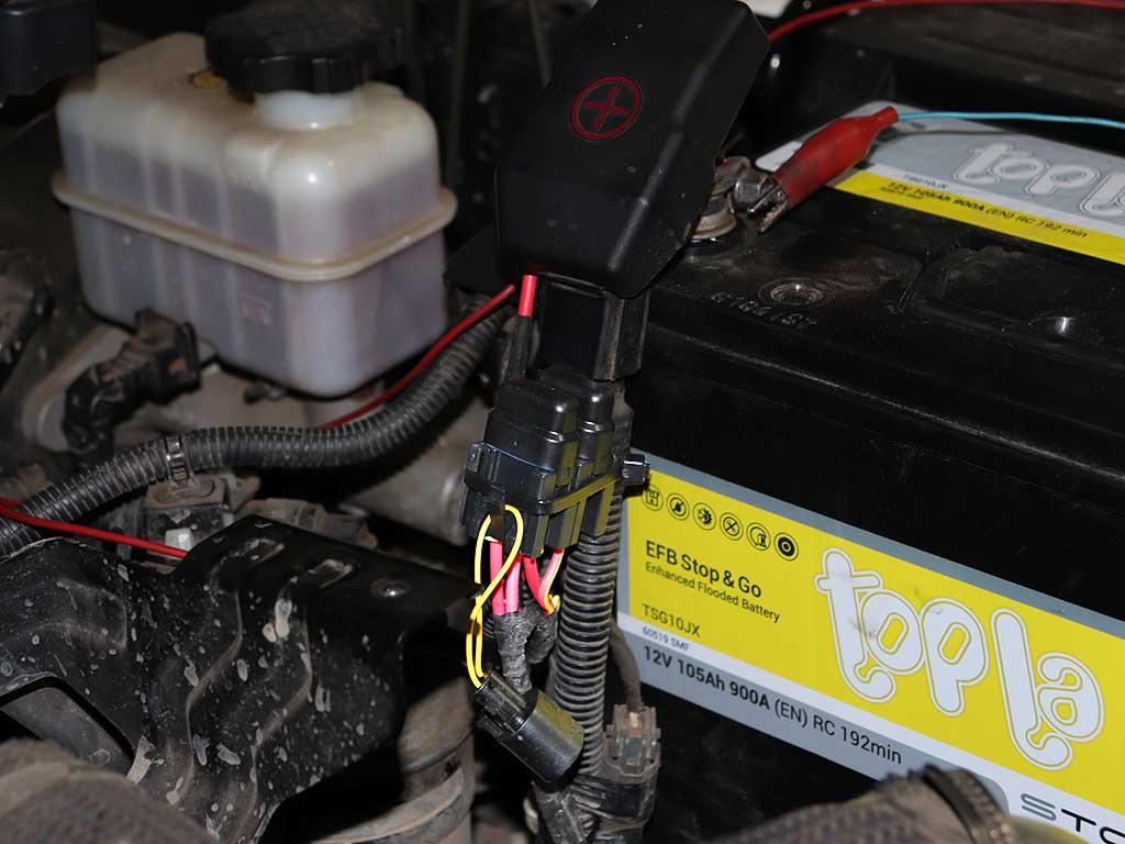 Все дополнительные электрические цепи защищаются предохранителями.