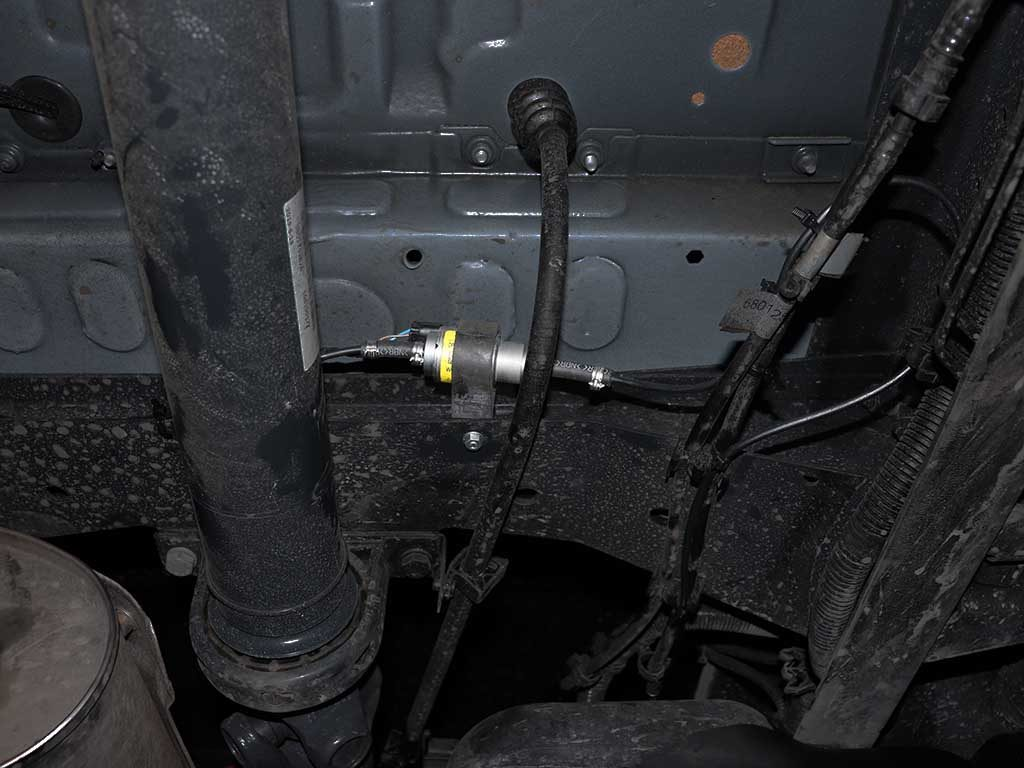 Топливо для горения забирается из штатного бака. Топливный насос устанавливается на раме рядом с баком.
