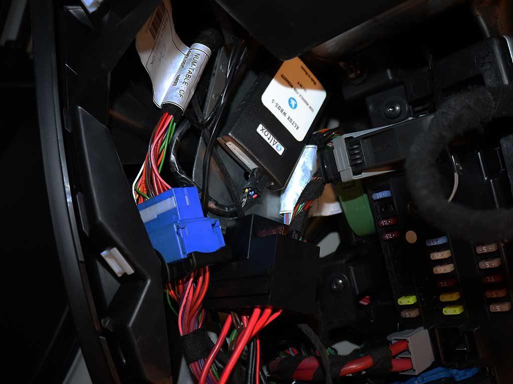 Gsm модуль, с помощью которого производится управление оотопителем, устанавливается в салоне автомобиля. Используя приложение Altox Heater можно включать и выключать отопитель и программировать время запуска. Так же можно контролировать температуру антифриза, бортовое напряжение и наличие пламени.